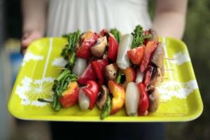 Kesäjuhlat – myös kasvislisukkeet valmistetaan grillissä